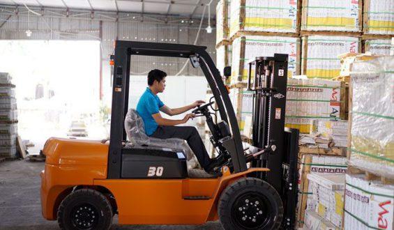 Kiểm định xe nâng vận hành trong nhà xưởng