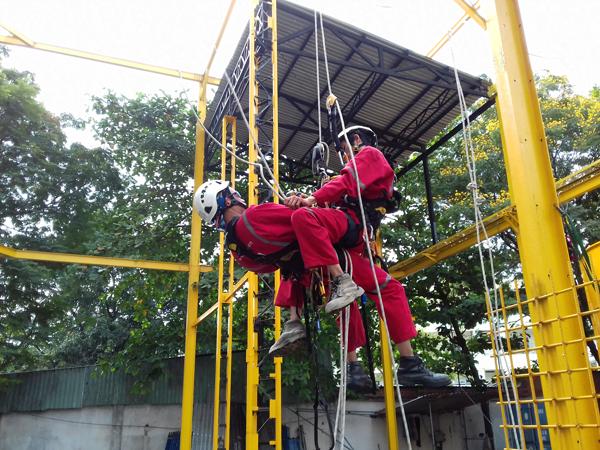 Huấn luyện an toàn lao động làm việc trên cao
